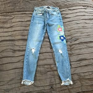 Zara Jeans with embroidery